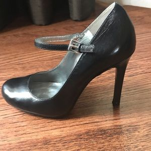 Guess Mary Jane style Pumps